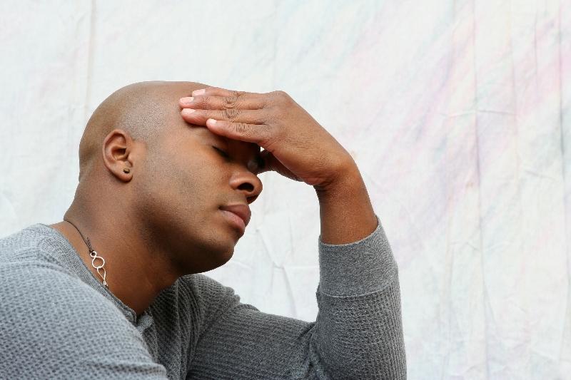 pulserande huvudvärk tinningarna